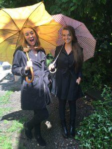 tess-sarah-raincoat-bts